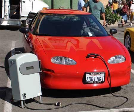 """Elektromobilių """"virusas"""" sparčiai plinta po pasaulį"""