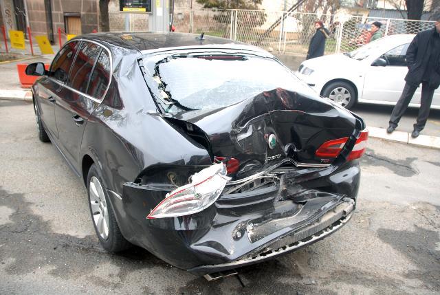 Ką daryti jei į jūsų automobilį nubraukė stovėjimo aikštelėje