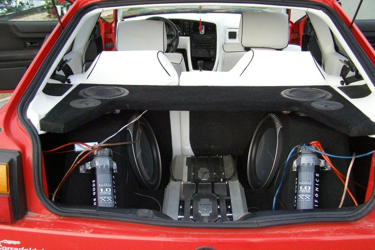 """Automobilių garso sistemų varžybos """"dB drag"""""""