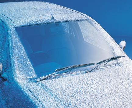 Apšalę automobilio stiklai rytais